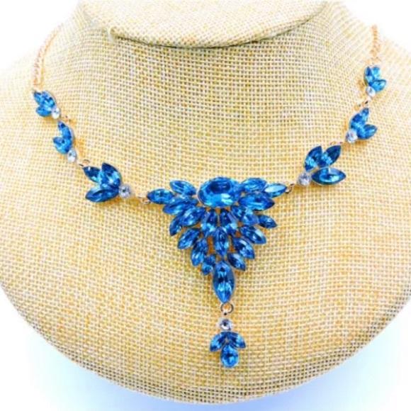 NWT Betsey Johnson Blue Rhinestone Flower Necklace